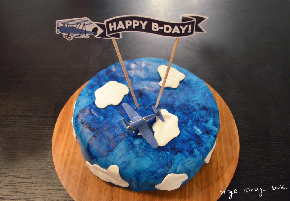 pinata-geburtstags-kuchen-flugzeug-torte-14-spl