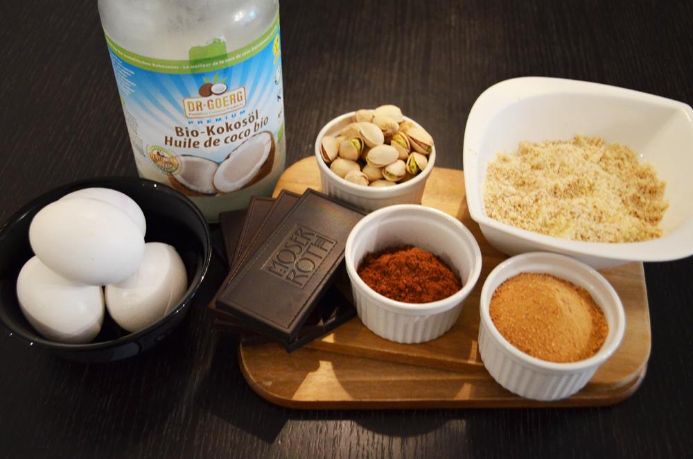 zutaten-pistazien-schoko-kuchen-ohne-mehl-1