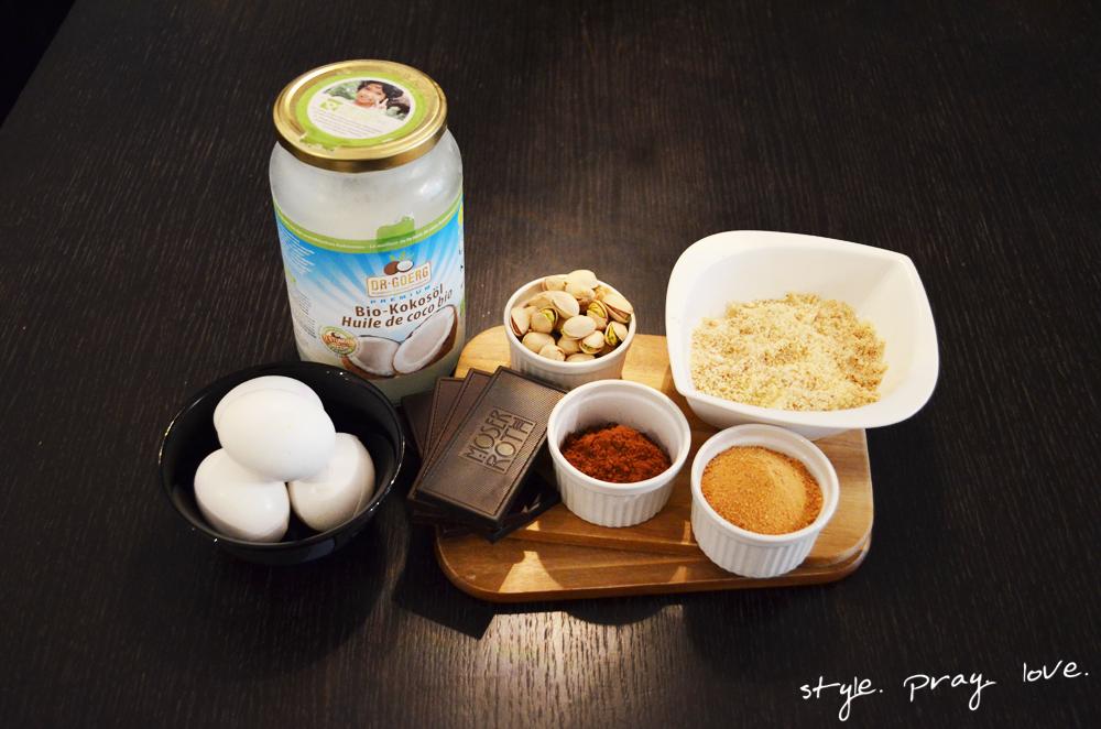 zutaten-pistazien-schoko-kuchen-ohne-mehl-2