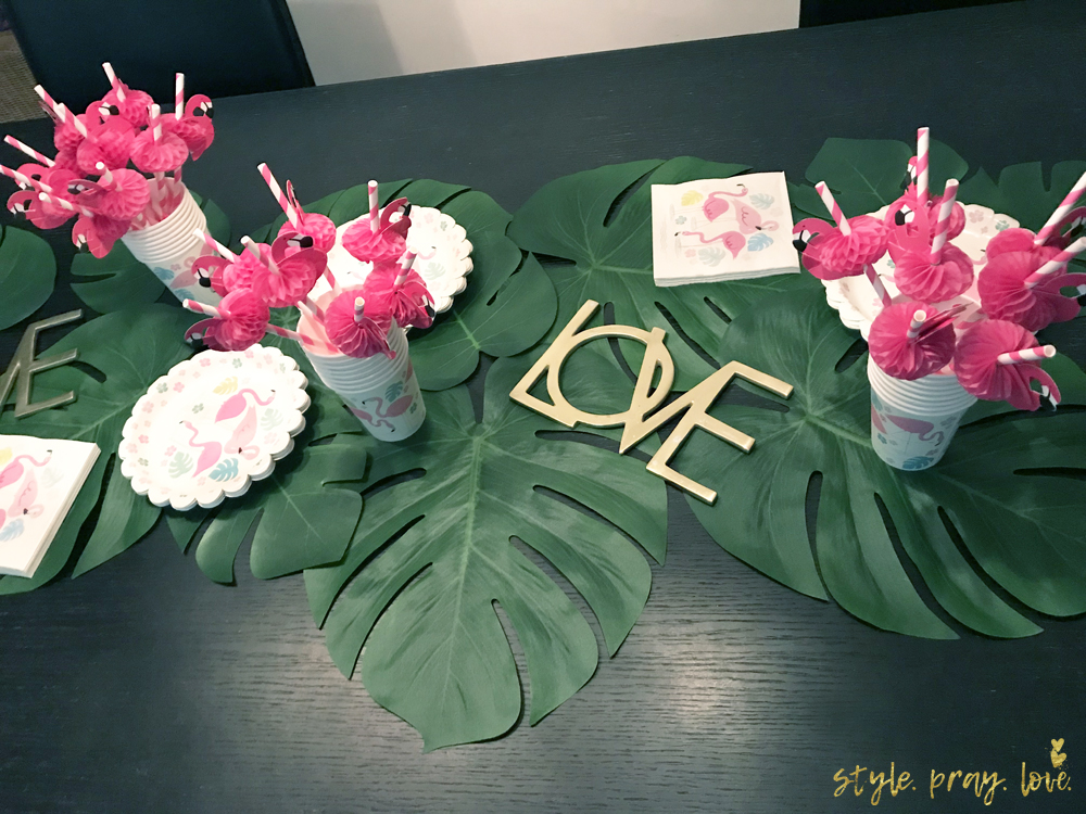 flamingo geburtstags party jolies 3 geburtstag style pray love. Black Bedroom Furniture Sets. Home Design Ideas