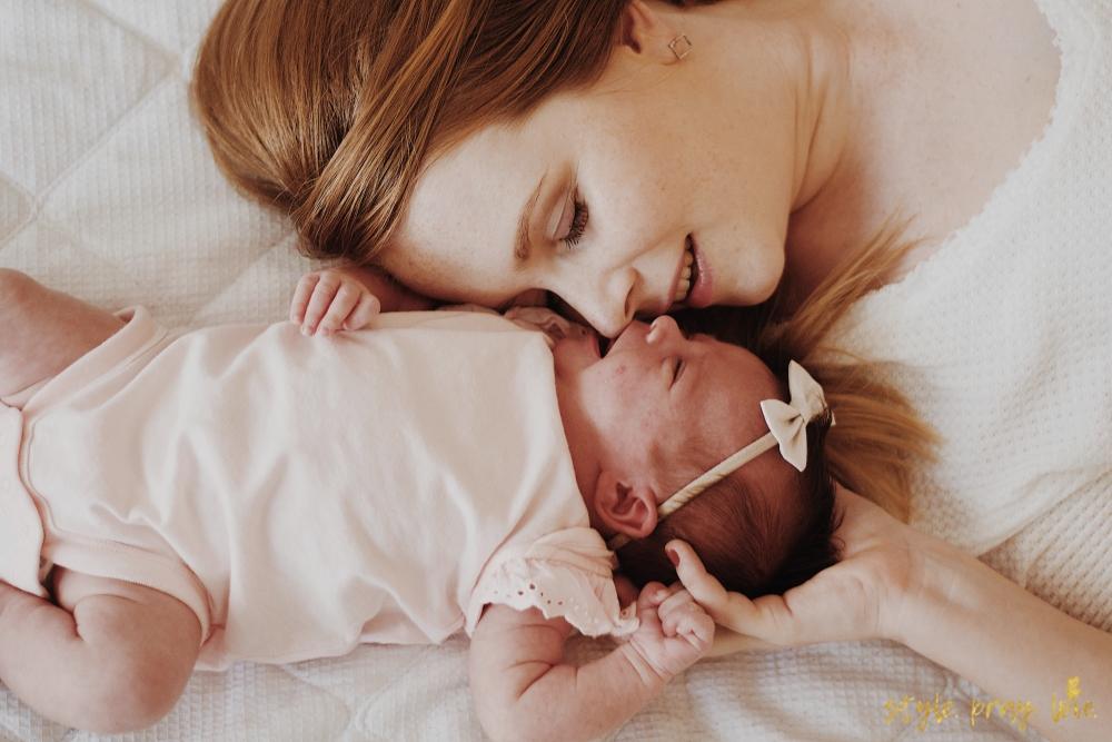 Baby Newborn Fotos Diese Motive Solltest Du Kennen Style Pray Love