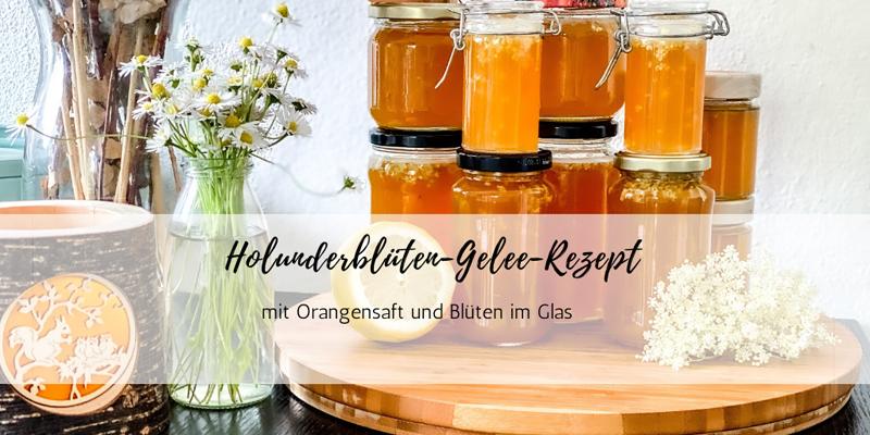 Superleckeres Holunderblüten-Gelee-Rezept mit Orangensaft und Blüten im Glas